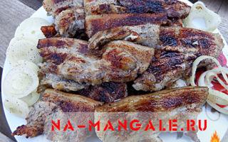 Приготовление свиного подчеревка на мангале