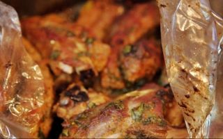 Запеченные свиные ребрышки в фольге в духовке – рецепт с фото и маринады на выбор