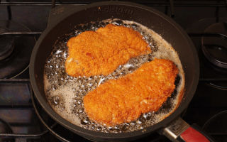 Шницель из свинины на сковороде: рецепты приготовления в панировке