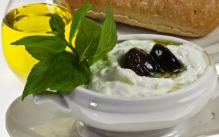 Дзадзики – классический рецепт греческого соуса на основе йогурта