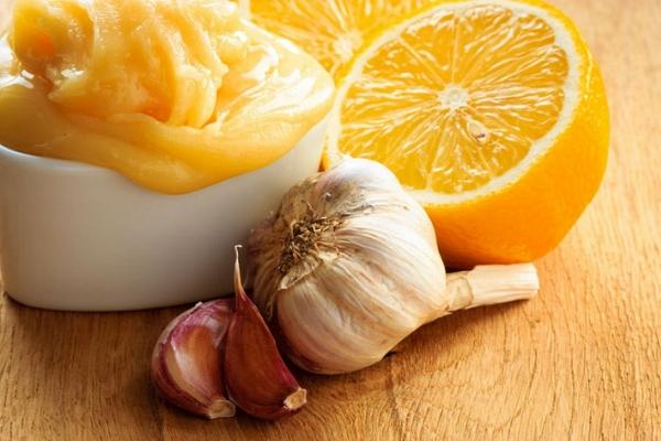 Чистить сосуды народными средствами чесноком и лимоном